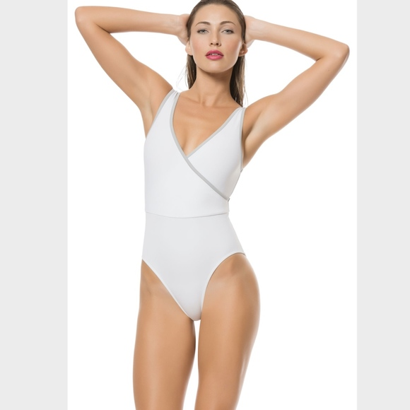 30c1f9b50 SOLID & STRIPED One Piece Swimming Suit NWOT in XS.  M_5c424df7bb76154b426937dd